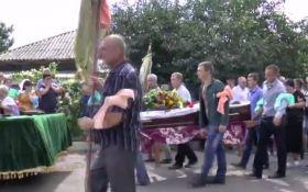 В Кривом Озере похоронили мужчину, убитого полицейскими: опубликовано видео